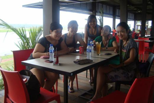 the girls at the Republ1c Wakepark in Nuvali. stuffing ourselves with carbs before heading to the beginners' pool haha