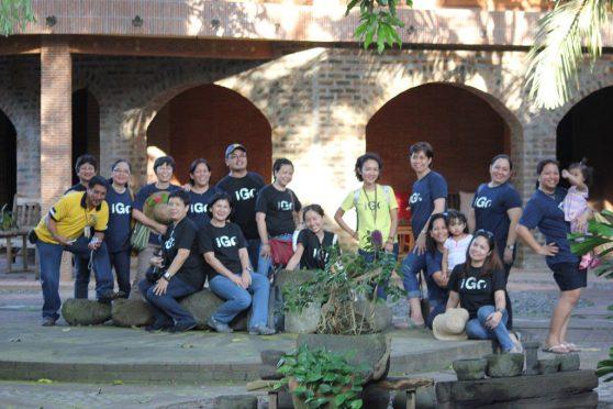 after the Visita Iglesia, photo op at Ugu Bigyan's housel